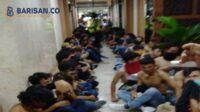 Massa Aksi di kantor polisi